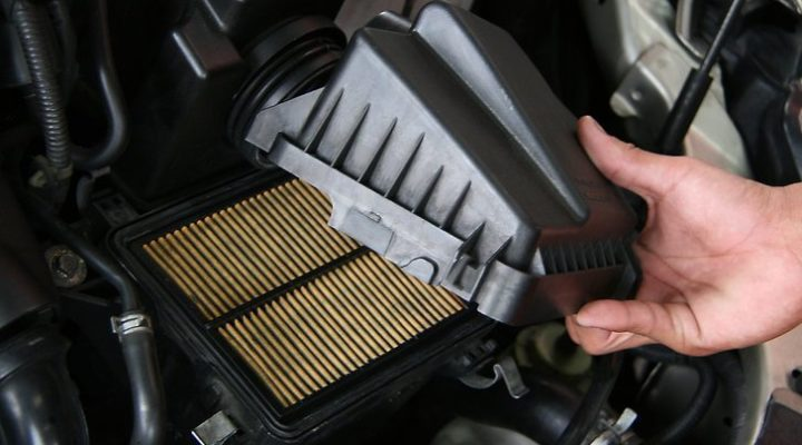 Replacing an Air Filter In Your Car